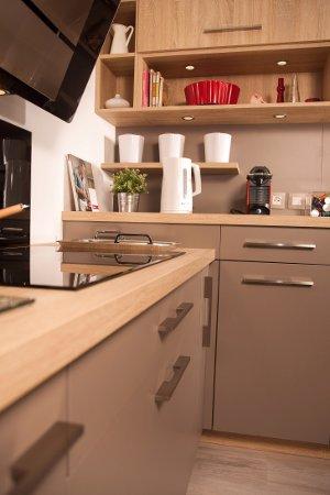 bienvenue au showroom mons en p v le mon cuisiniste. Black Bedroom Furniture Sets. Home Design Ideas